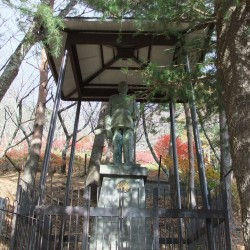明治大帝の石像