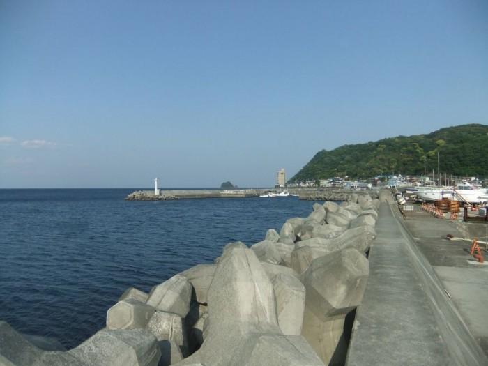伊東市「伊東港」堤防の釣り・ポイント・狙える魚