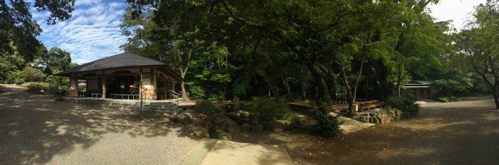 園内の休憩所の写真