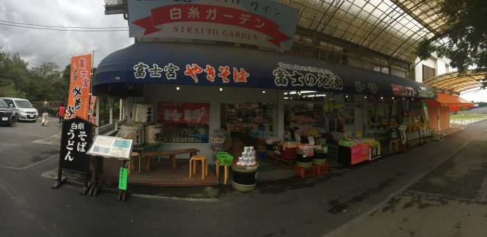 お土産屋の商店街の写真