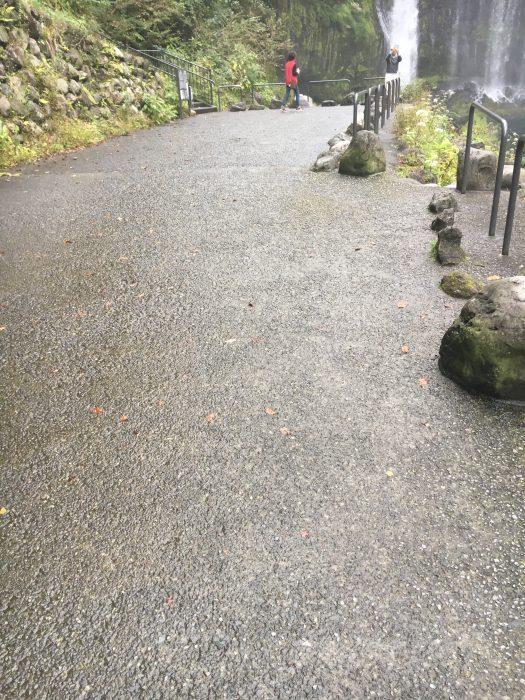 濡れている道の写真