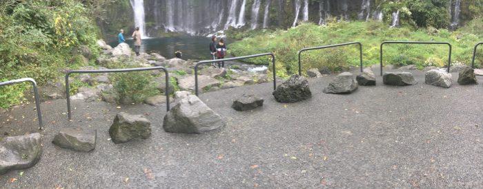 滝の近くの写真