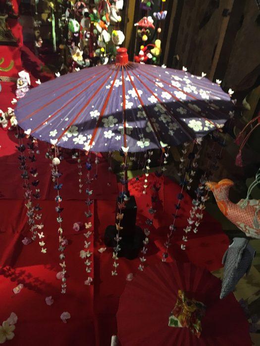 傘のつるし雛の写真