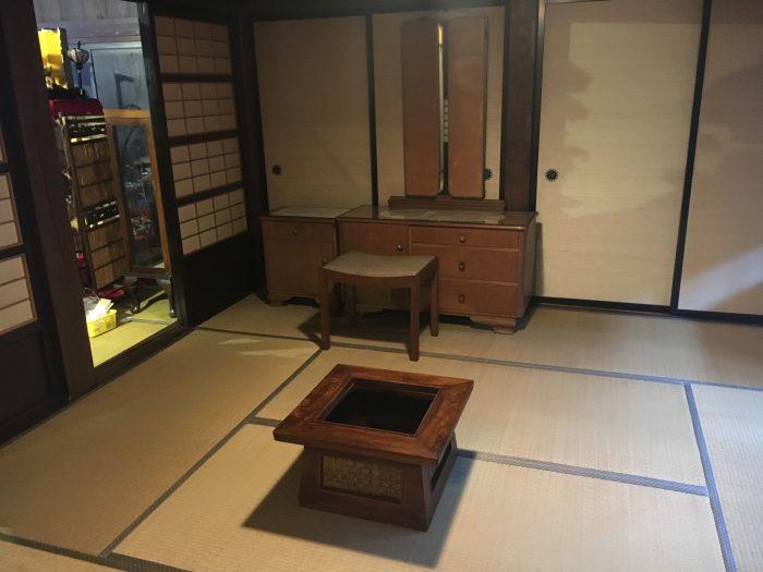 昔の家具の写真