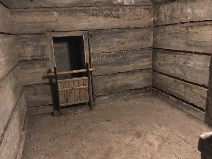 防空壕の中の写真