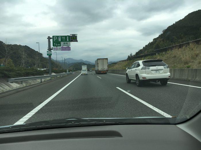 新東名の道路風景