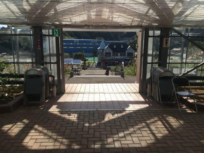温室の入り口写真