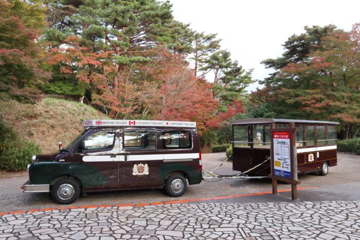 バス停とバスの写真