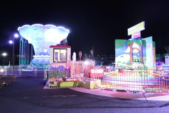 乗り物と月の広場の写真
