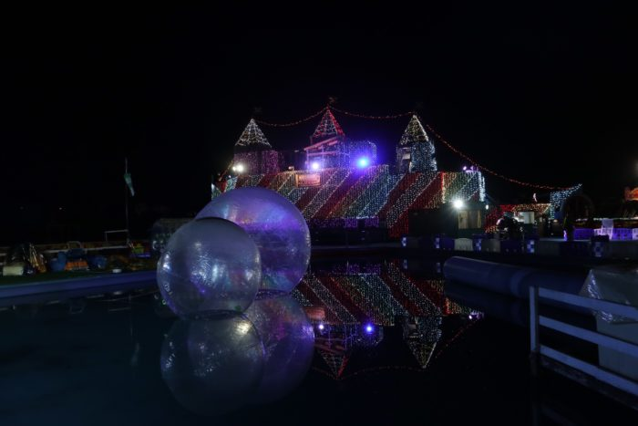 海賊船と水の広場の写真