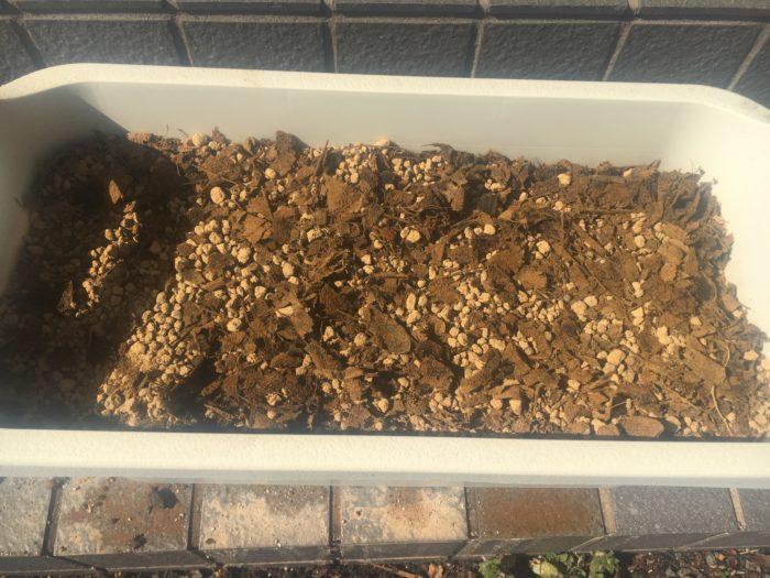 赤土と腐葉土をませたもの写真